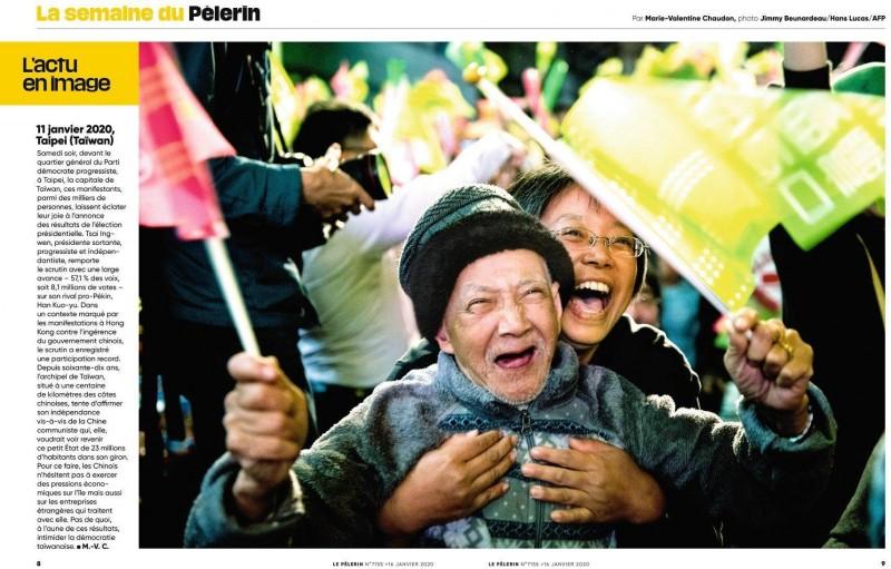 一名法國攝影師在選前來台觀選,參加1月10日民進黨在台北舉辦的選前之夜,捕捉一對疑為父女,激情揮舞旗幟的照片。後來這張照片被法國媒體買下,攝影師本人事後在臉書上發文,希望能找到照片中人物。(圖擷自Jimmy Beunardeau臉書)