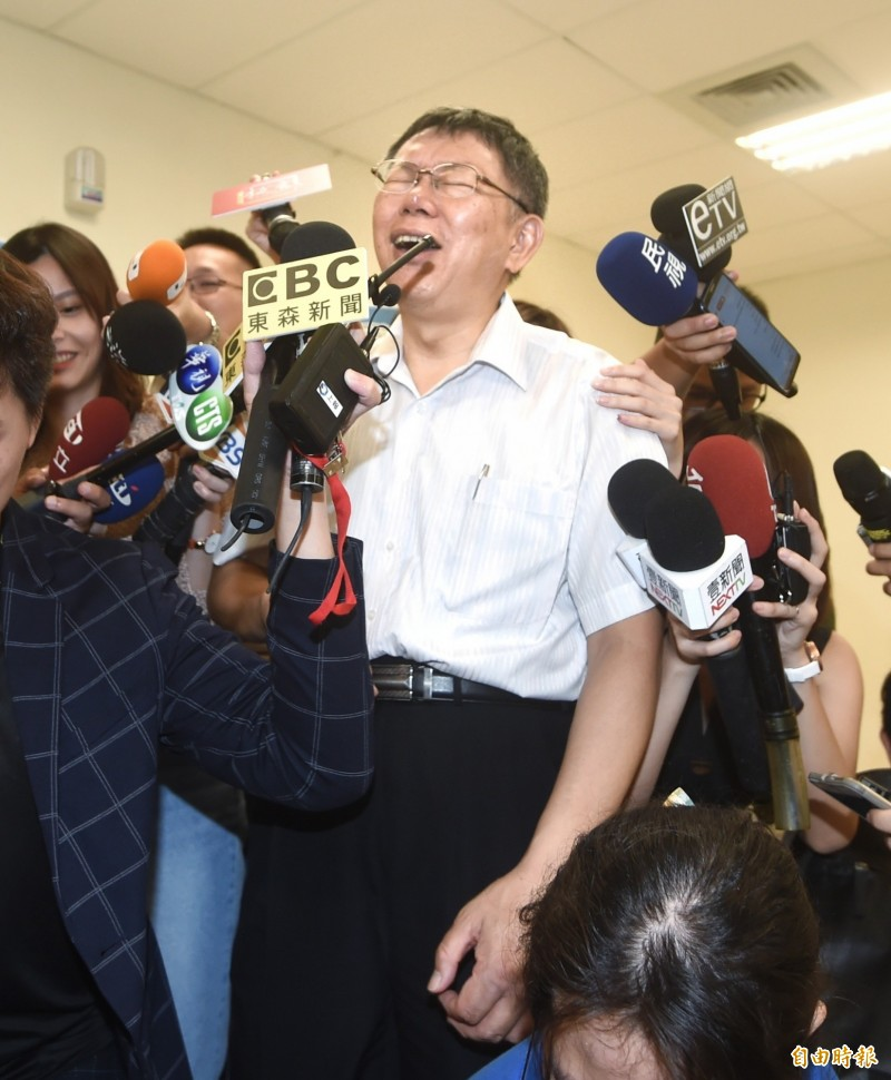 台北市長柯文哲為韓國瑜昨赴夜宴挨批緩頰。(記者方賓照攝)