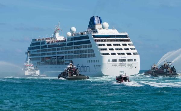 有外媒報導指出,睽違半世紀首艘航行兩國的商業郵輪美麗號,於當地時間1日從美國佛羅里達邁阿密正式啟航前往古巴。(法新社)