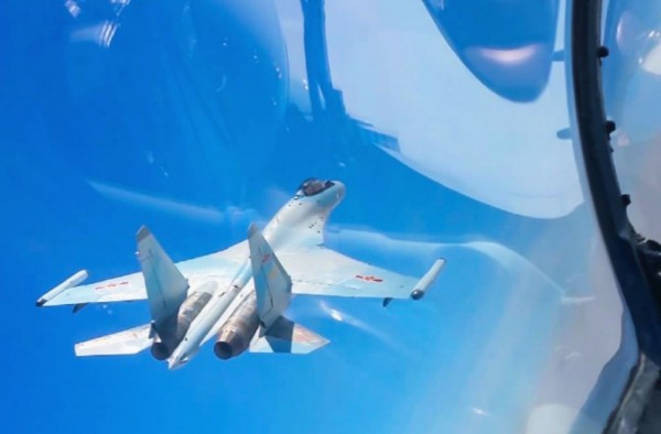 中國蘇-30、轟-6K等多架戰機飛越宮古海峽,蘇-35、轟-6K等多架戰機飛赴南海。(圖擷自微博)