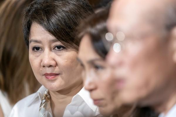 何鴻燊的「四房太太」梁安琪(左)出任澳博聯席主席。(彭博)