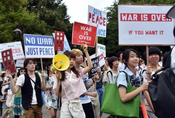 日本今年夏天將舉行參議院選舉,是投票年齡下修為18歲後的第一場選舉,而「新選民」們對日本政治普遍不滿。(資料照,法新社)