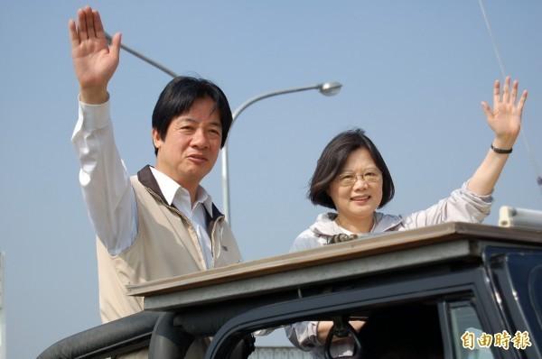 兩岸政策協會的民調顯示,蔡賴配雙打組合勝過韓國瑜、柯文哲等單人組合。(資料照)