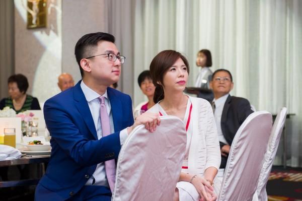 立委洪慈庸及台中市新聞局長卓冠廷今在酒店舉辦婚宴。(洪慈庸服務處提供)