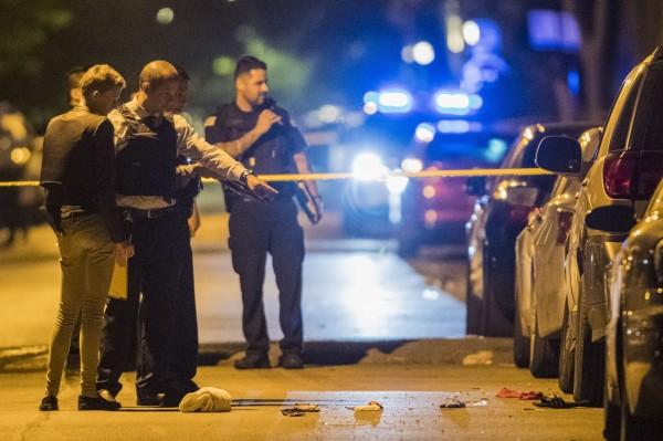 美國芝加哥昨日發生至少14起槍殺案,造成總共2人死亡19人受傷,目前當地警方尚未找到兇嫌,也不了解犯案動機。圖為槍擊案示意圖。(資料照,美聯社)