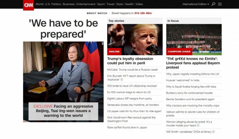 《CNN》首頁刊登總統蔡英文專訪,標題以「我們必須準備好」,搭配上總統緊握拳頭的堅定照片,令網友大讚霸氣。(圖擷自《CNN》)