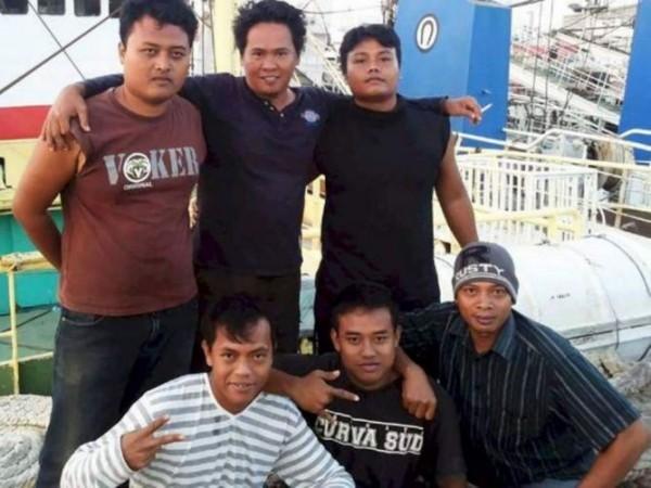 印尼外交部稱5名印尼漁工死於台籍漁船上,不過漁業署查詢後並無此事。圖為印尼漁工生前合照。(圖擷自Metrotv News)