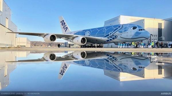 歐洲空中巴士公司13日釋出全日空首架A380客機外觀,以藍色的夏威夷綠蠵龜為主題。(圖擷自空中巴士官網)