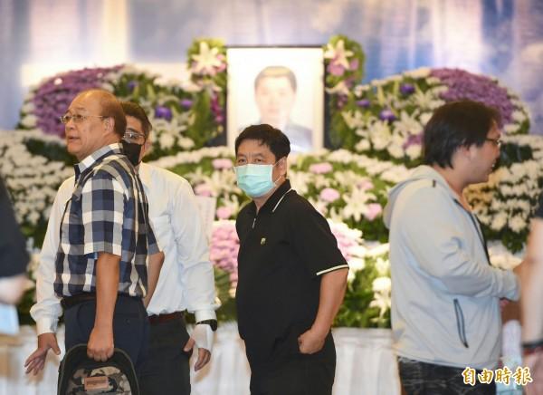 自強隧道2死車禍,工人張松祥告別式下午舉行,家屬在會場穿梭。(記者廖振輝攝)