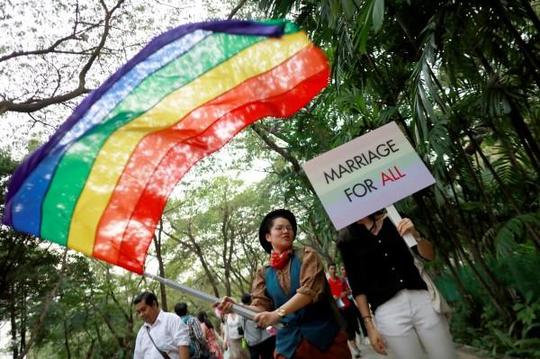 泰國預計12月初會向當地內閣提交「同性伴侶法」草案,最快可望在年底前立法通過,成為亞洲第一個保障同性婚姻的國家。(路透)