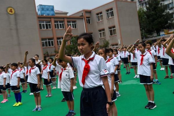中國地方政府為了達成中央一胎化的數據目標,凡是發現有孕婦超生,一律強制墮胎;現正苦嘗生育率低弱的苦果。(法新社)