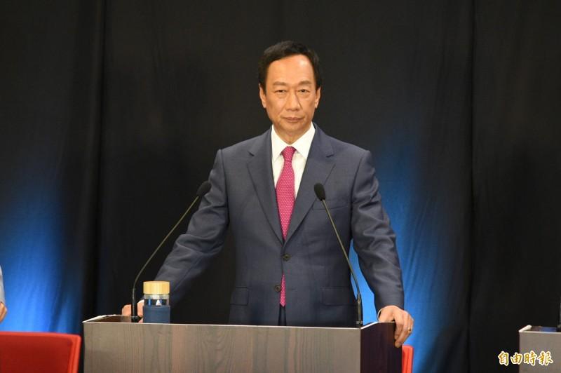 郭台銘在政見會上高聲吶喊「我就是中華民國的最強外掛」。(記者張忠義攝)