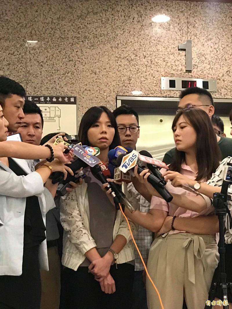 時代力量立委洪慈庸今宣布退黨,以無黨籍參選台中市立委,並鼓勵時力同志不要放棄。(記者彭琬馨攝)