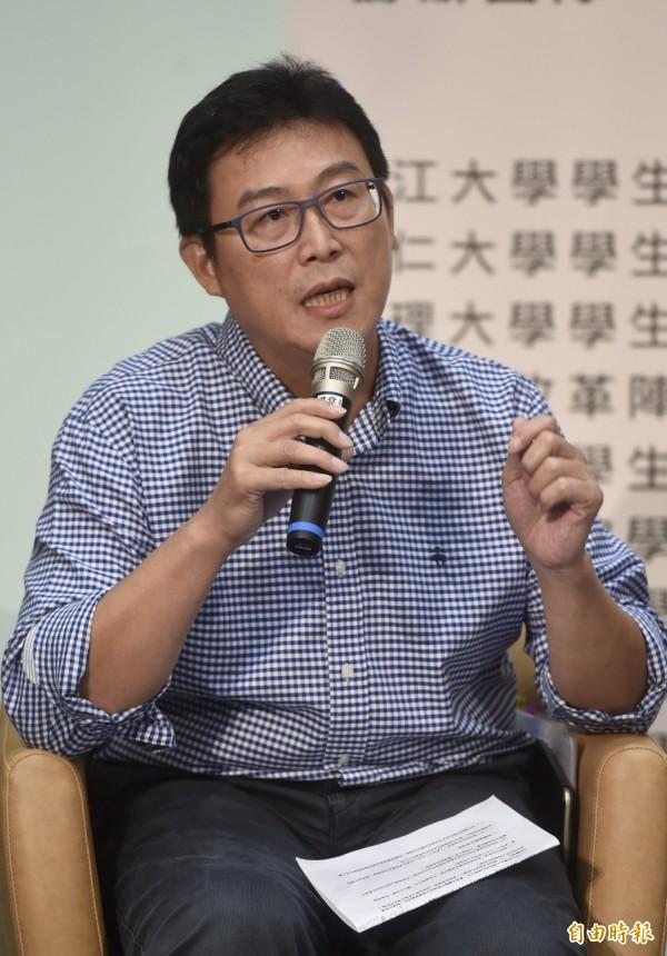 談到學生租屋問題,台北市長候選人姚文智主張廣設社會住宅,補足學校宿舍不足,並給經濟弱勢申請青年租屋券。(記者簡榮豐攝)
