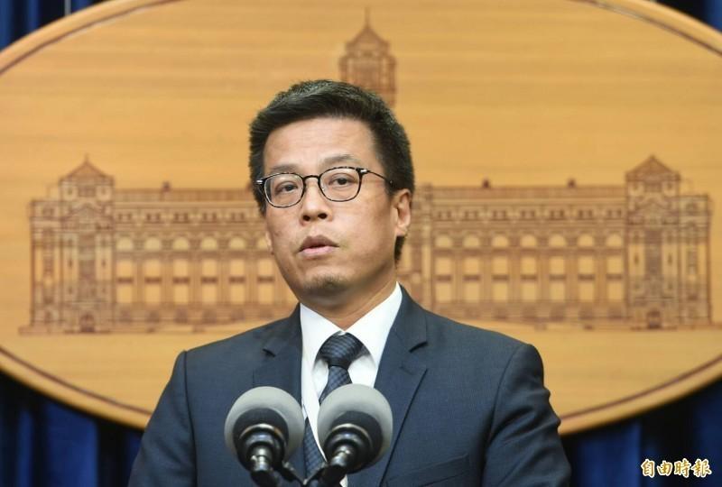 我國今日宣布和太平洋國家索羅門斷交,總統府發言人黃重諺(見圖)對此開嗆,中國搶奪台灣友邦的行為就像是一個「沒三小路用家暴渣男」。(資料照)