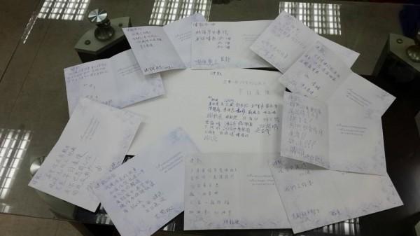 徐立宸表示徐健凱出院後最想做的事就是去KTV唱歌,圖為徐立宸的同事為徐健凱寫的祈福卡片。(資料照,首都客運提供)