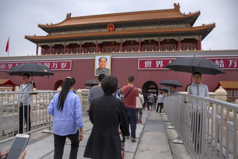 北京市政府公告,從9月15日至10月1日12點,「任何影響飛行安全的鳥類動物和其他物體」都禁止放飛。(美聯社)