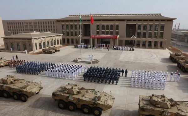 日本政府計畫擴大在非洲國家吉布地的自衛隊軍事基地。圖為中國2017年在吉布地開設軍事基地。(法新社)