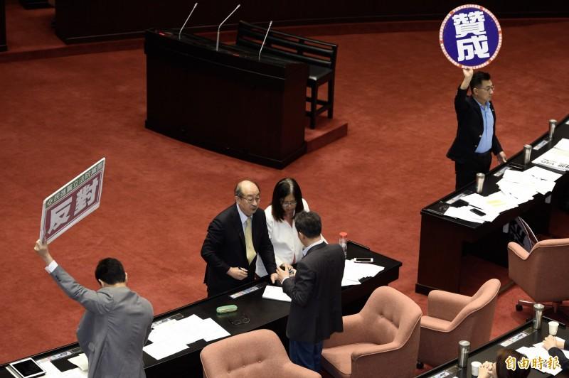 立法院7日院會審查國家機密保護法修正案,並就各黨團修正動議進行表決。(記者叢昌瑾攝)