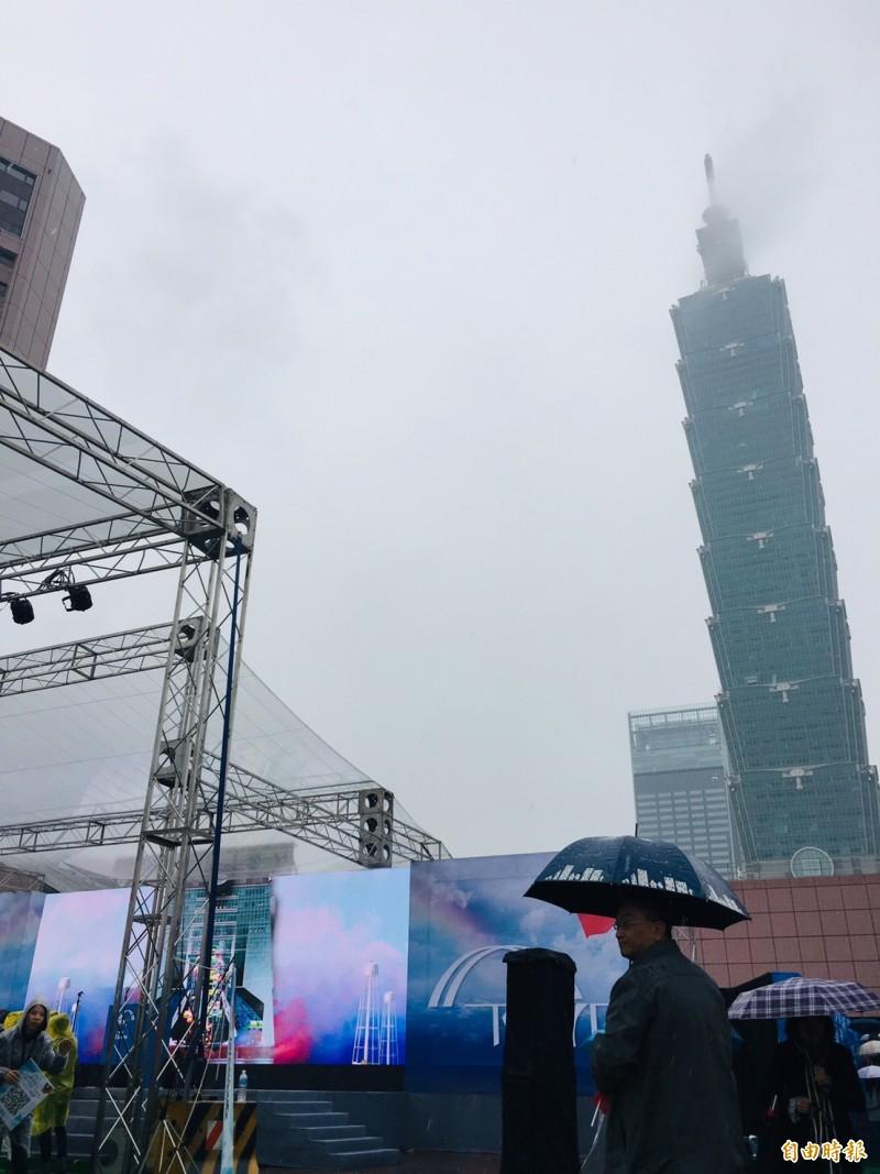 王金平宣布參選記者會現場看得見台北101大樓。(記者邱燕玲攝)