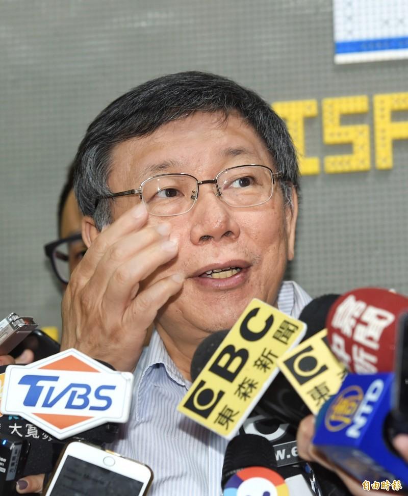 台北市長柯文哲17日出席「臺以青少年108年臺北會面,玩科技,尬創意」活動,並接受媒體採訪。(記者方賓照攝)
