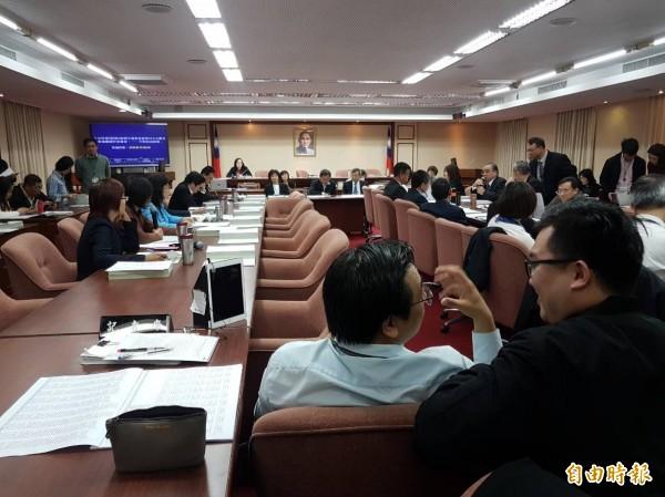交通委員會今天審查中央氣象局明年度預算。(記者謝君臨攝)