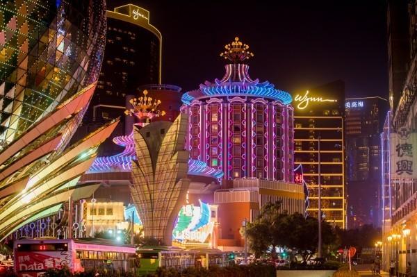 澳門警方指控,有名加拿大男子涉嫌持偽造的賭場匯款單與委託書,企圖向銀行詐領84億元。(彭博)
