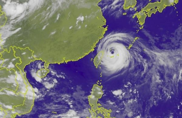 瑪莉亞颱風暴風圈已接觸台灣陸地,許多客運也被迫停駛或調整路線。(圖擷自中央氣象局)