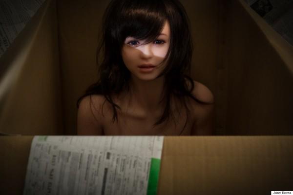 June Korea第一眼見到這個充氣娃娃時,便決定將她命名為伊娃(圖擷取自賀芬頓郵報)