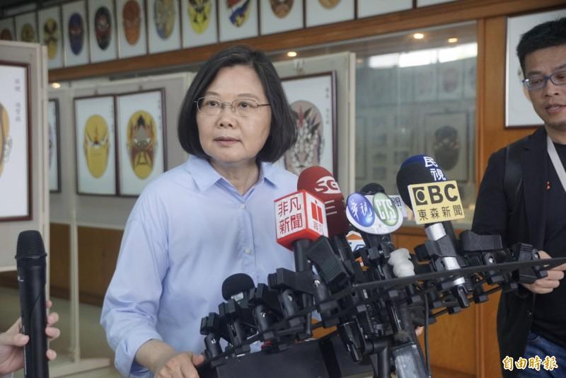 財團法人台灣民意基金會今(19)公布「民進黨重返執政三周年」最新民調,在2020總統大選方面,總統蔡英文支持度大幅提高,超越高雄市長韓國瑜,且領先幅度達到6.3%。(記者黃佳琳攝)