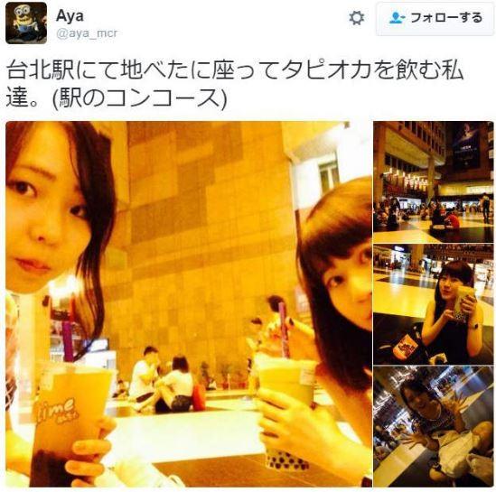 日本遊客在北車席地而坐,享受珍珠奶茶。(圖擷取自Twitter)