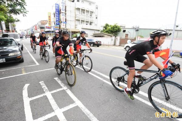 學生將啟程前往距離台灣4000多公里的吉爾吉斯共和國,進行國際交流的服務活動。(記者張聰秋攝)