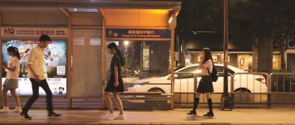 去年9月曾合作拍攝周杰倫《半島鐵盒》手語影片的和平高中指蝶共舞手語社、世新圖文傳播畢業生製作團隊「OHOH Studio」,前天再度釋出新的手語舞蹈影片。(圖擷取自OHOH Studio【成全-林宥嘉|舞蹈影像作品】)