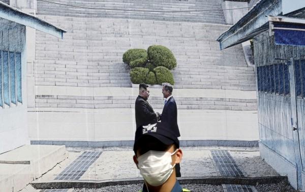 南韓總統文在寅下週將赴平壤與北韓領導人金正恩第3度會面,有韓媒擔心「文金會」可能受到MERS疫情影響。(美聯社)