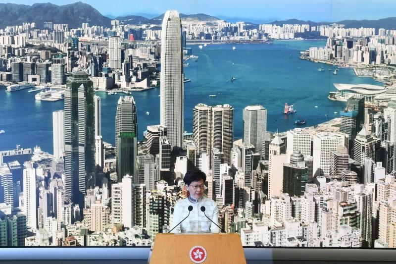 香港特首林鄭月娥(圖)宣佈暫緩送中條例修訂。(法新社)