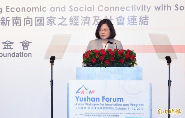 總統蔡英文今天(11日)出席「玉山論壇:亞洲創新與進步對話」開幕式致詞。(記者廖振輝攝)