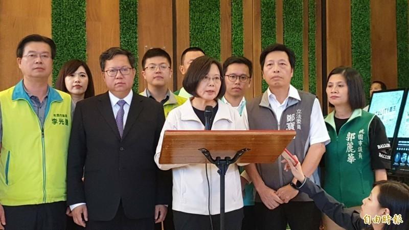 總統蔡英文(中)強調,吉里巴斯選擇去做中國的棋子是很大的錯誤,也強調台灣不可能接受一國兩制。(記者周敏鴻攝)