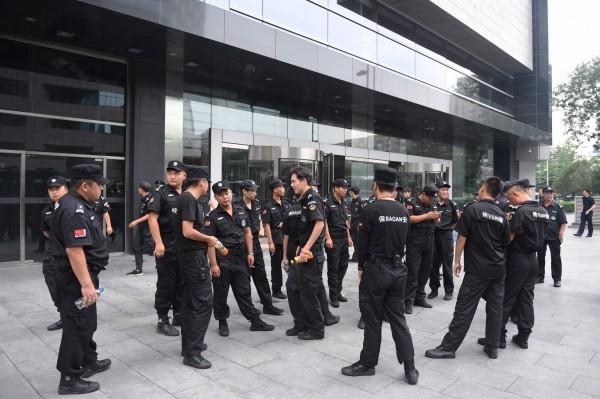 中國當局在北京金融街區部提前署大量警力。(法新社)