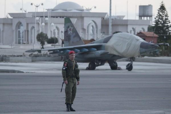 俄軍宣布,已殲滅跨年夜偷襲俄駐敘利亞基地的反政府武裝份子。圖為俄國駐敘利亞Hmeimim空軍基地。(美聯社)
