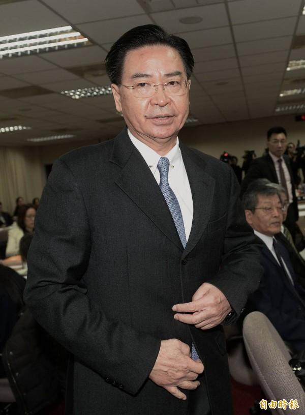 外交部長吳釗燮今天在立法院受訪時再次強調,「我沒有授權、授意或要求任何人打任何的電話」。(記者林正堃攝)