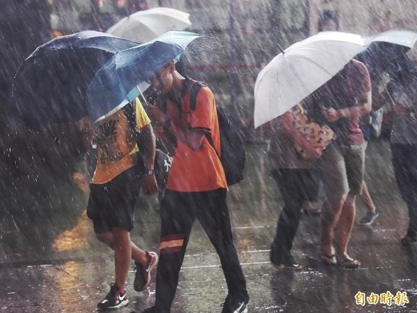 不少民眾誤以為秋天的颱風即是「秋颱」,氣象局指出,令人聞之色變的秋颱是有著嚴格定義的。(資料照,記者廖振輝攝)