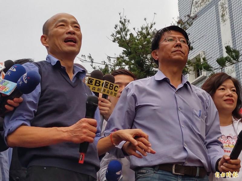 謝龍介(圖右)表示將會在韓國瑜訪美回來以後發起連署,讓韓國瑜(圖左)出來參選。(資料照,記者楊金城攝)