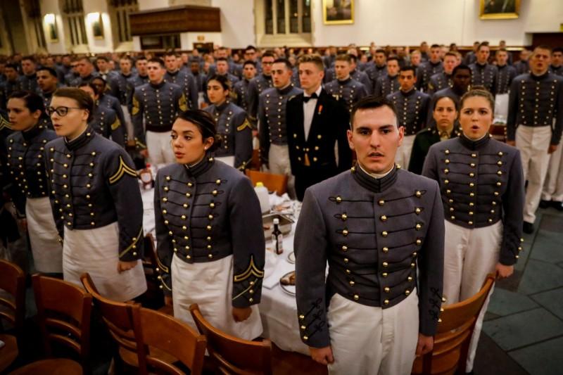 美國西點軍校今年將有34位非裔女性及19位西班牙裔女性畢業生,這兩個群體都是有史以來人數最多的一年,象徵美國性別與種族的多元化趨勢。圖為西點軍校學生。(路透)