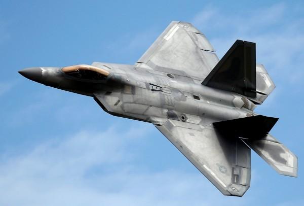 美媒稱,美國空軍已在澳洲部署一支F-22猛禽隱形戰鬥機中隊。(路透資料照)