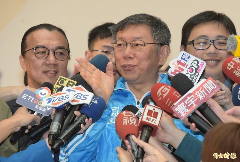 台北市長柯文哲12日出席2019台北國際烘焙暨設備展展前記者會,並接受媒體訪問。(記者張嘉明攝)