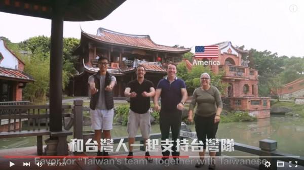 設計師范日奎和朋友環島旅行,沿路號召外國人和在地民眾一起拍攝接力跳起國民健康操,另類行銷台灣。(圖擷自影片)
