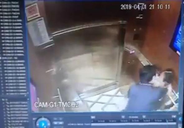 越南前檢察官在電梯內強吻、亂摸小2女童,引發社會大眾不滿。(圖擷取自影片)