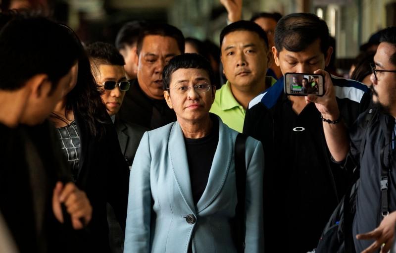 菲律賓知名媒體人瑞薩(Maria Ressa)週三晚間因涉嫌「網路誹謗」被捕,引發國際撻伐和譴責後,瑞薩已於今日交保獲釋。(法新社)
