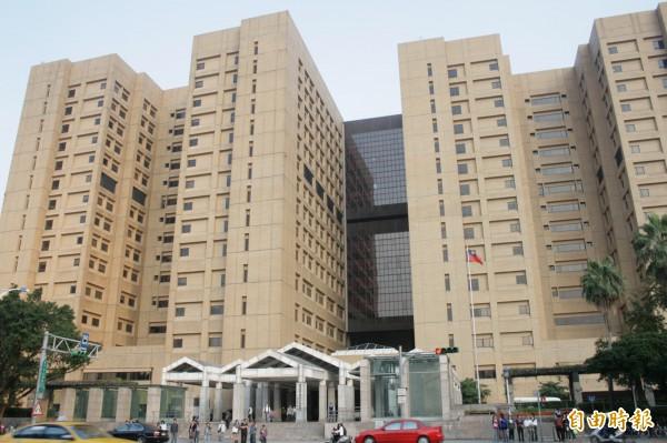 今年1~10月北市急診到院總人次,台大醫院9萬2778人次。(資料照,記者徐義平攝)