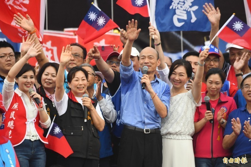 高雄市長韓國瑜6月接連出席2場造勢活動,未來更採取「週週造勢」的模式,全台巡迴每週在不同縣市舉辦造勢活動。圖為韓國瑜在8日花蓮造勢大會正式宣布已登記參選國民黨提名總統初選。(資料照)